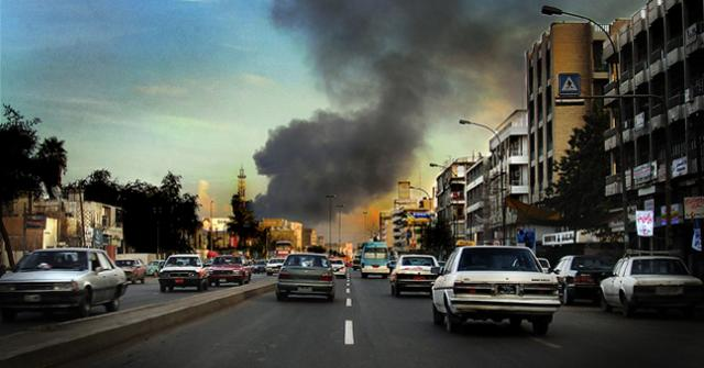 Busy Baghdad street and explosion, January 2004 (John Grant)