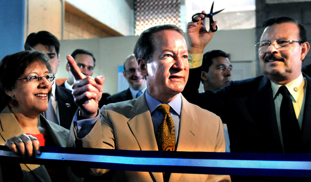 William Brownfield and US Ambassador to Honduras Lisa Kubiske, at left, at a ribbon-cutting in Honduras