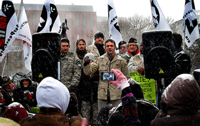 Iraq veteran Michael Prysner speaks to the crowd (Grant)