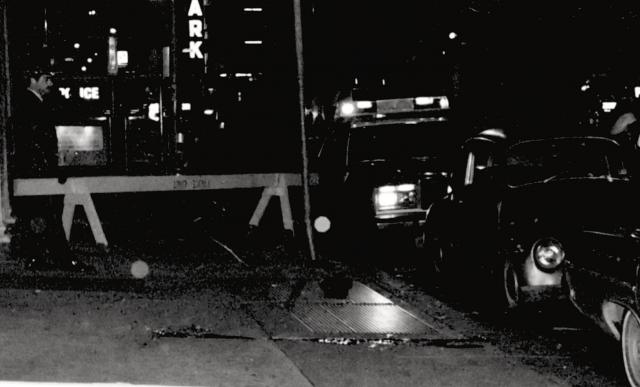 There is no taxi behind the squad car in any photo of the crime scene from the morning of Dec. 9, 1981