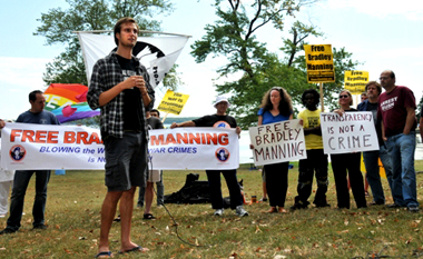 Iraq vet Josh Stieber speaks to protesters outside Quantico prison (Mary Davidson/Potomac Local)